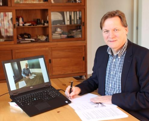 Frank Nieuwenhuis signs contract
